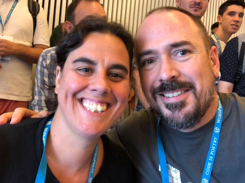 Ana y Pablo en un aWordCamp